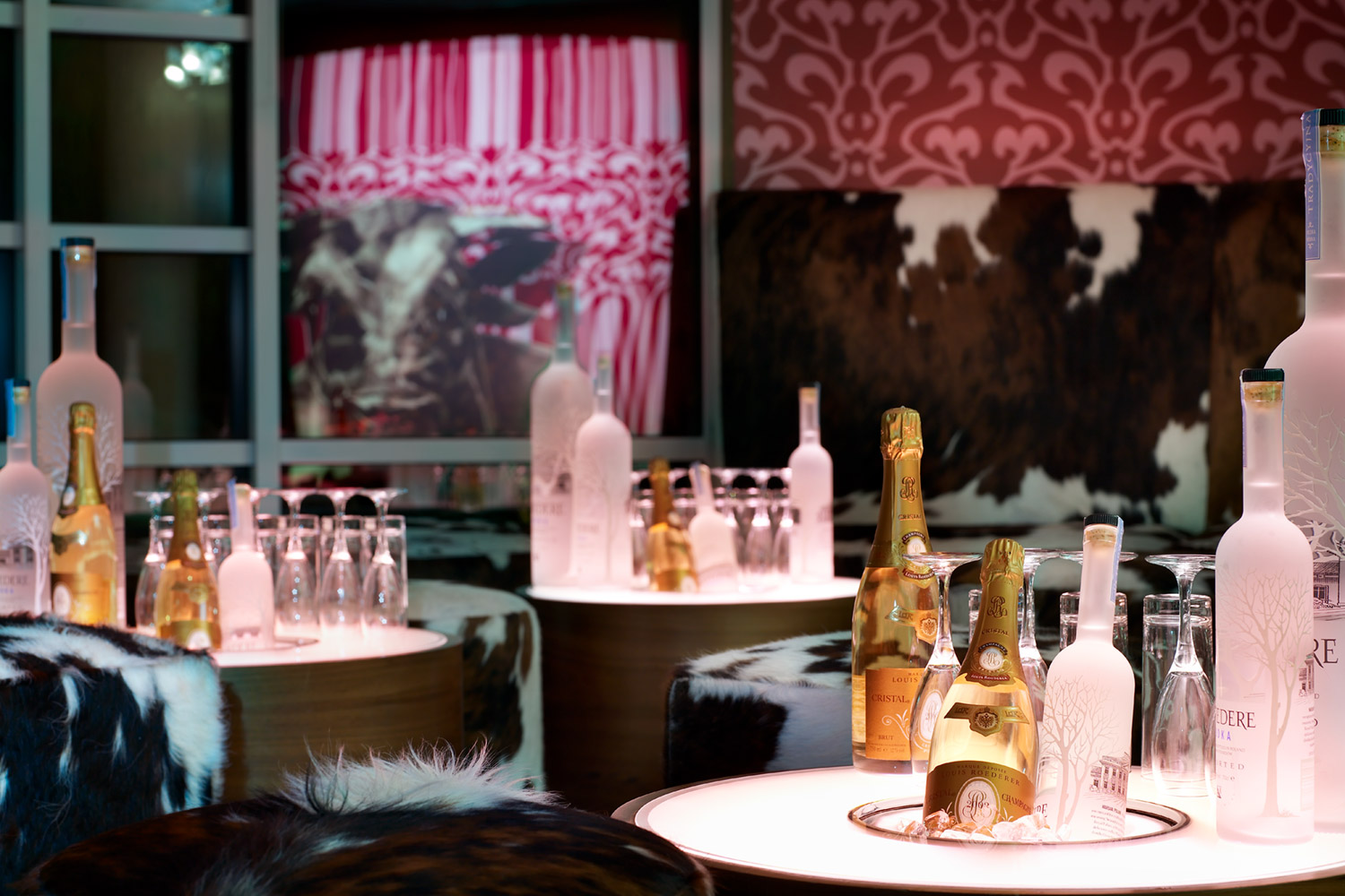 moo-room-club-01-pink-1500x1000